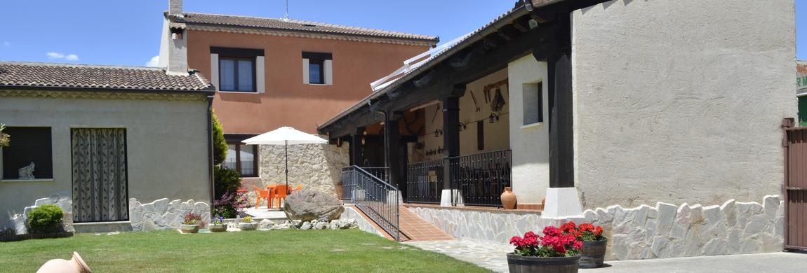 Patio y porche_Casa Rural La Torre